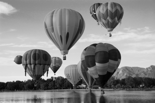 Colorado_Springs_Hot_Air_Balloon_Competition bw