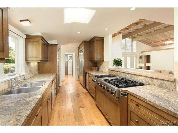 Lauren-Conrads-kitchen-2-818d40-573x430