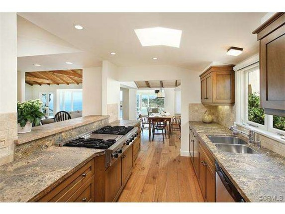Lauren-Conrads-kitchen-ea8640-573x430